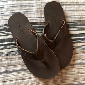 NWT Men's American Eagle size 7 leather flip flops